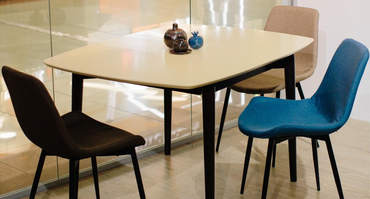 3 стула и еще стол